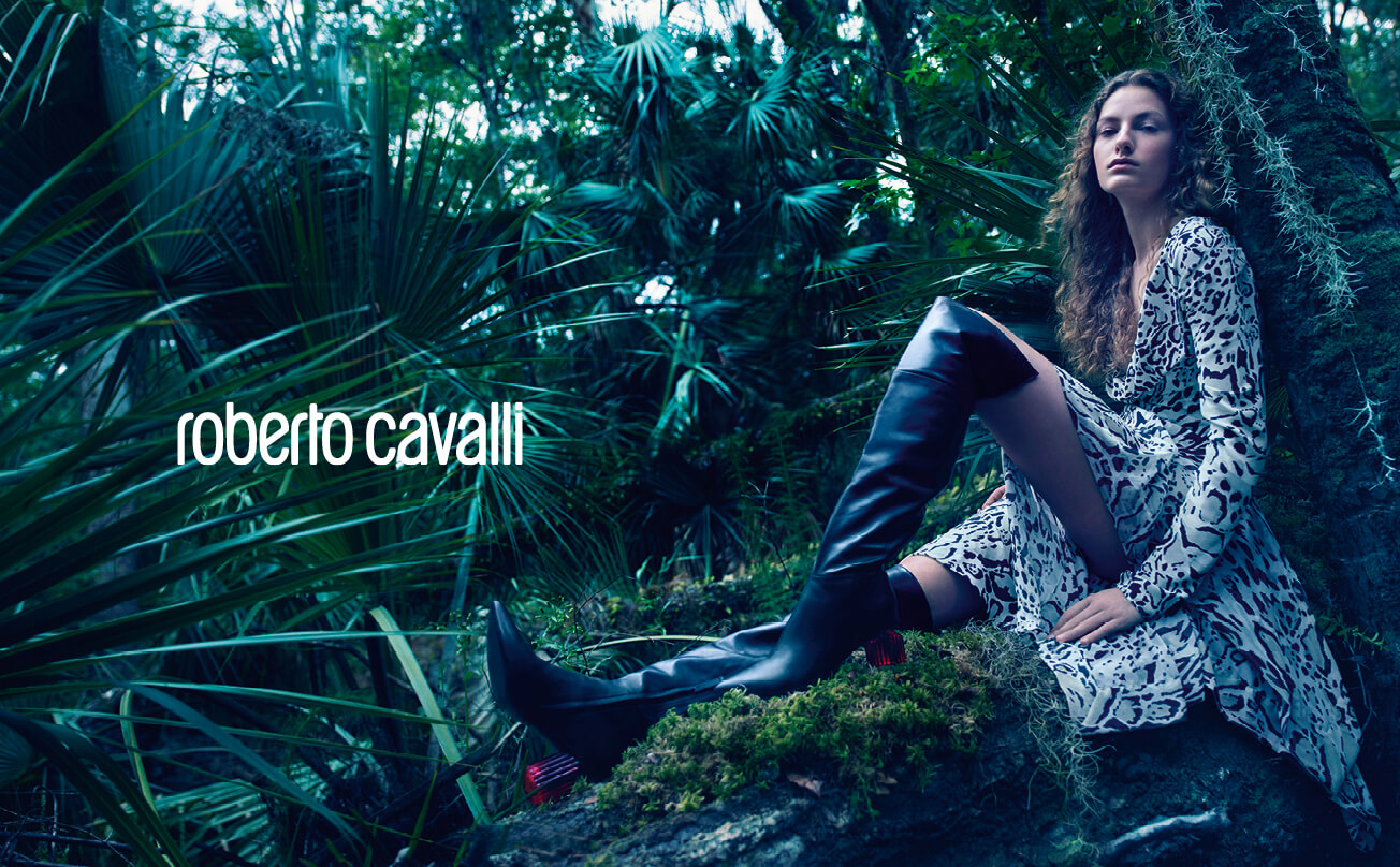 RobertoCavalli _ ADV FW18-19_ double page woman_look 12