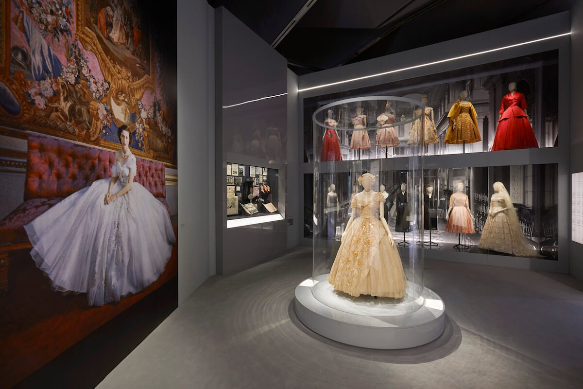 V&A_Christian Dior Designer of Dreams exhibition_Dior in Britain section (c) ADRIEN DIRAND (6)