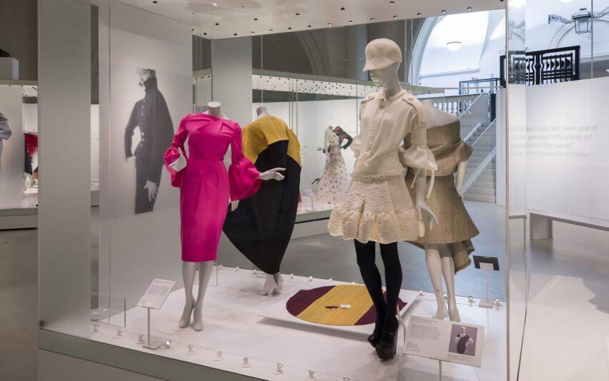 balenciaga-shaping-fashion-v-a-design-clothing-uk-london_dezeen_2364_col_47-852x534