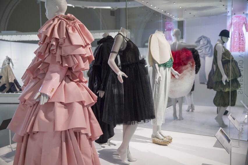 balenciaga-shaping-fashion-v-a-design-clothing-uk-london_dezeen_2364_col_55-852x568